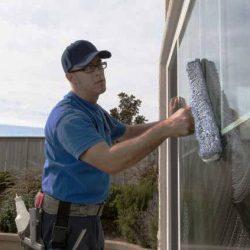 Лесно и ефикасно миене на прозорци у дома